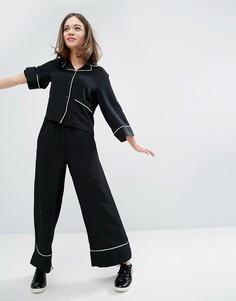 Брюки в пижамном стиле с окантовкой Monki - Черный