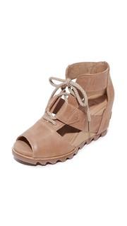 Босоножки на шнуровке Joanie Sorel