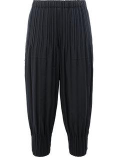 укороченные брюки с присборенными манжетами Pleats Please By Issey Miyake