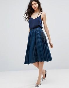 Плиссированная юбка миди из полиуретана Closet London - Темно-синий