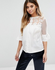 Блузка с расклешенными рукавами и кружевной отделкой Boohoo - Белый