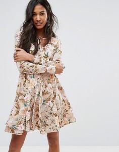 Чайное платье с цветочным принтом и завязкой у горловины Boohoo - Мульти