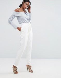 Приталенные брюки с запахом на поясе Lavish Alice - Белый