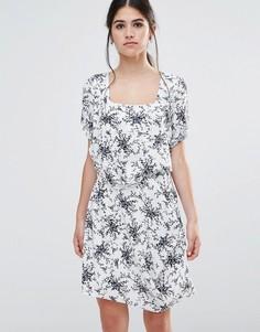 Платье с цветочным принтом Traffic People Less Is Less - Белый