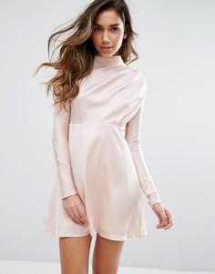 Атласное платье с высокой горловиной Fashion Union - Розовый