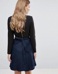 Платье с фактурной юбкой и завязкой на спине Closet - Темно-синий