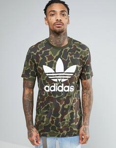 Камуфляжная футболка с логотипом-трилистником adidas Originals BK5861 - Зеленый
