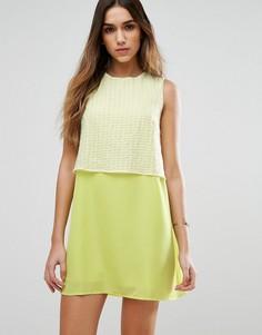 Цельнокройное платье с накладкой на лифе Jovonna Girl Gang - Желтый
