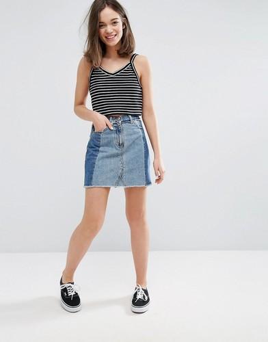 Джинсовая юбка мини с контрастными вставками Monki - Синий