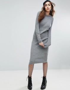 Вязаное платье в рубчик со спущенными петлями ASOS - Серый