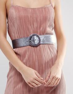 Бархатный ремень с обтянутой тканью пряжкой ASOS - Серый