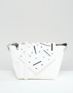 Сумка через плечо с заклепками и планками ASOS - Белый