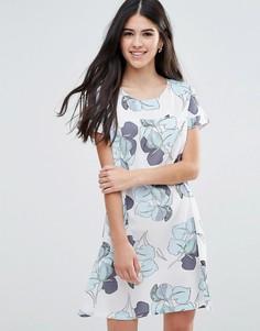 Цельнокройное платье с крупным цветочным принтом Traffic People - Белый