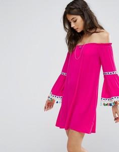 Платье с открытыми плечами и фестивальной отделкой Kiss The Sky - Розовый