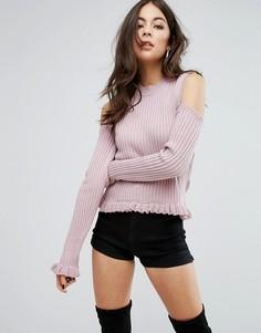 Джемпер с открытыми плечами и оборкой PrettyLittleThing - Розовый