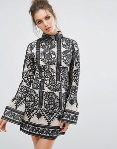 Цельнокройное платье с расклешенными рукавами Missguided - Черный