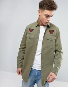 Супердлинная рубашка навыпуск с отделкой в стиле милитари и нашивками ASOS - Зеленый