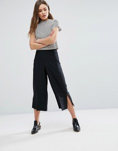 Строгие укороченные брюки с разрезами по бокам New Look - Черный