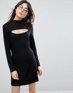 Платье мини с высокой горловиной и вырезом спереди NYTT - Черный