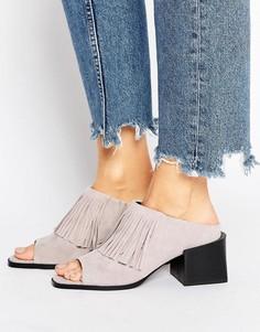 Замшевые сандалии на каблуке с бахромой Sol Sana - Серый