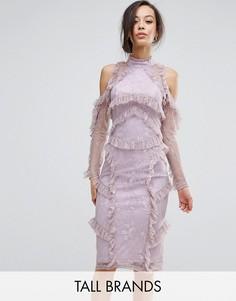 Кружевное платье миди с рюшами и вырезами на плечах True Decadence Tall - Розовый