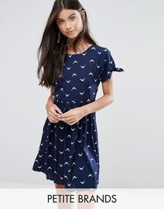 Короткое приталенное платье с птицами Yumi Petite - Темно-синий