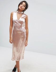 Платье миди с глубоким вырезом и горловиной-чокером J.O.A - Розовый J.O.A.