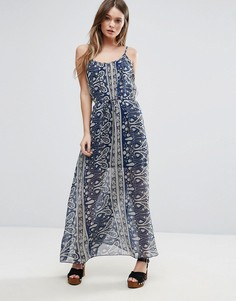 Платье макси с накладкой с принтом QED London - Темно-синий