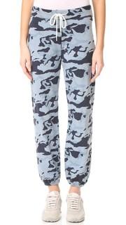 Винтажные спортивные брюки с камуфляжным принтом Monrow
