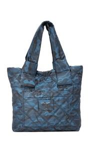 Нейлоновая объемная сумка с короткими ручками с камуфляжным принтом Marc Jacobs