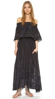 Платье с открытыми плечами и оборками Tibi
