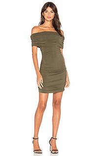 Мини-платье с открытыми плечами - Bobi
