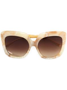 крупные солнцезащитные очки с мраморным эффектом Linda Farrow
