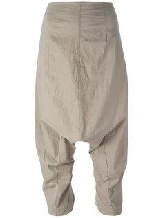 укороченные брюки с заниженной проймой Rundholz
