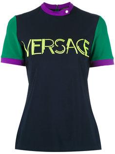 топ с принтом логотипа Versace
