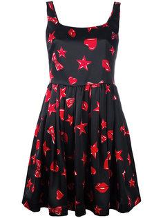 расклешенное платье с принтом сердец Moschino