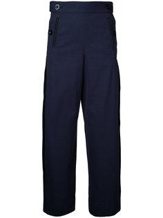 плиссированные брюки с пуговицами по бокам Sacai