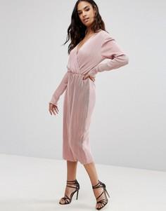 Плиссированное платье миди с длинными рукавами и запахом Club L - Розовый