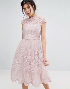 Кружевное платье для выпускного с широкой горловиной Chi Chi London Premium - Розовый