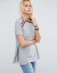 Удлиненная футболка с полосатыми вставками ASOS - Серый