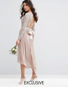 Кружевное платье миди с бантом сзади TFNC WEDDING - Розовый