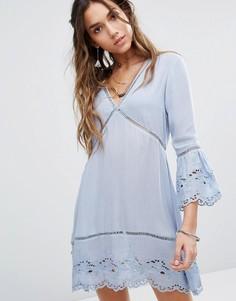 Чайное платье с вышивкой Kiss The Sky - Синий