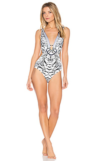 Plunging cut out one piece - Camilla