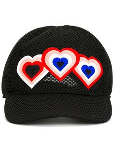 бейсболка с нашивками-сердцами Fendi