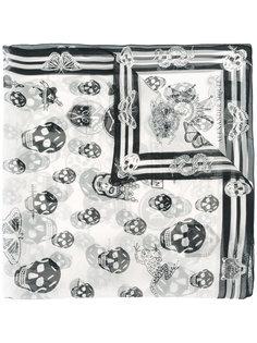 платок с черепами Alexander McQueen