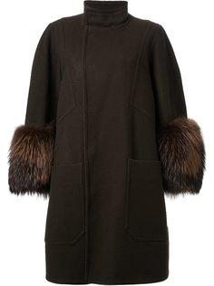 пальто с объемными рукавами DressCamp