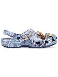 сандалии Crocs с отделкой камнями Christopher Kane