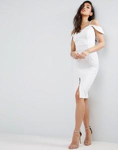 Фактурное платье миди с открытыми плечами и вырезом капелькой ASOS - Кремовый