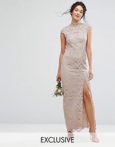 Кружевное платье с высокой горловиной и короткими рукавами TFNC WEDDING - Розовый