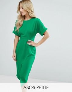 Строгое тканое платье с V-образным вырезом на спине и разрезом ASOS PETITE - Зеленый